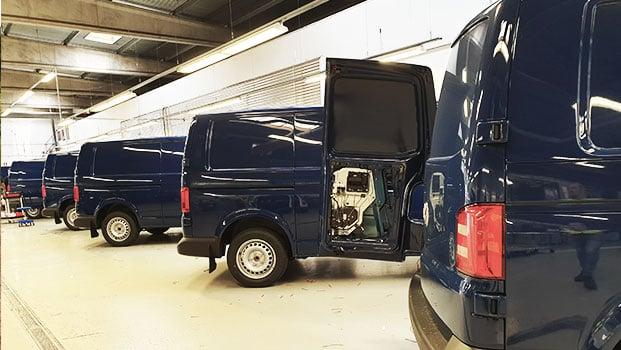 flere-volkswagen-på-fabrikk-621x350